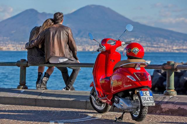 8-Vespa-Sightseeing-Tour-of-Naples-1-640x427.jpg